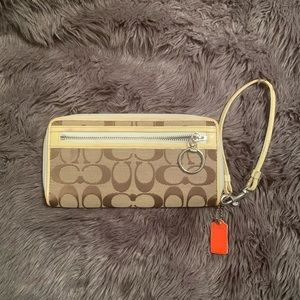 """Coach Signature Wallet/Wristlet 7.6x4"""" Preowned"""
